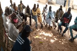 Discussions avec des villageois impactés par le Projet Energie en Gambie