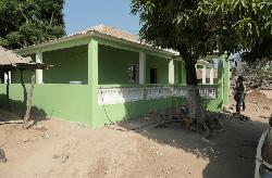 Nouvelle construction réalisée à Koussanar dans la concession d'Elizio Sambou, jeune agriculteur, grâce aux indemnisations reçues du Projet Energie accordées aux PAP